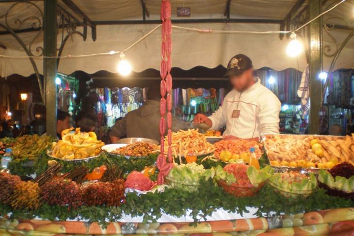 توقيف بائع مأكولات يُقدٍّمٌ كؤوس خمر مع أطباقه بساحة جامع الفنا بمراكش