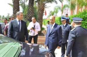 مواطنون بأولاد أدليم نواحي مراكش يرفضون أعمدة كهربائية بعد إقصائهم من الإستفادة ويطالبون الوالي بإنصافهم