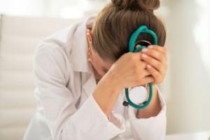 من خارج الجهة: طبيبة مختصة في أمراض النساء والتوليد بباكالوريا مزورة..!