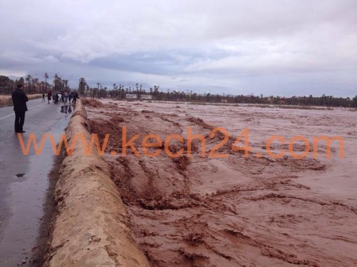 عاجل: إرتفاع منسوب مياه وادي تانسيفت يمنع حركة المرور قرب ملعب مراكش الكبير + صورة حصرية