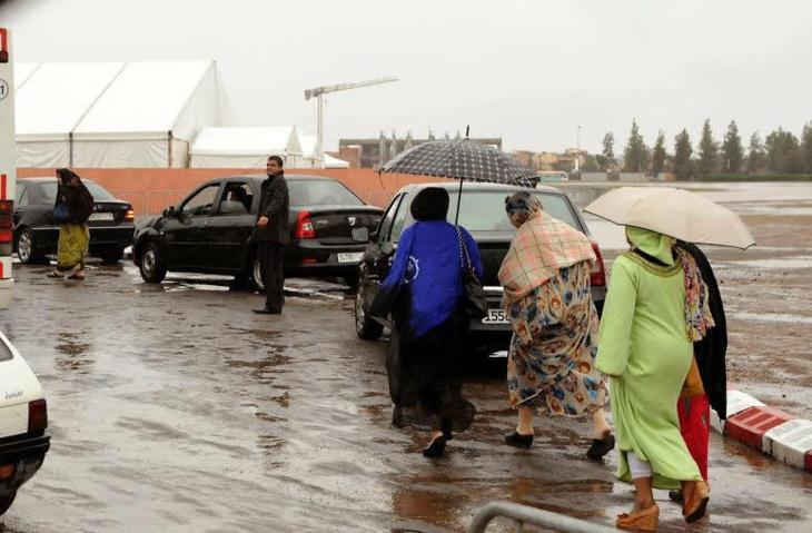 التساقطات المطرية تجتاح فضاء المنتدى المغربي لحقوق الإنسان بمراكش + صور