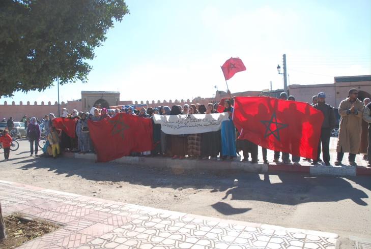 مواطنون بجماعة تسلطانت يحتجون أمام ولاية مراكش للمطالبة بتسجيلهم في اللوائح الإنتخابية + صور