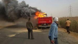 النيران تلتهم شاحنة لنقل البضائع بالطريق السيار بين سيد الزوين و شيشاوة