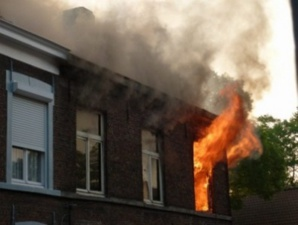 حصري: إبن قاضي يضرم النار في منزل أسرته بحي المصمودي بمراكش