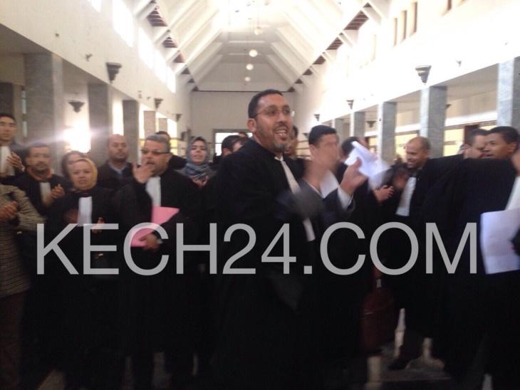 عاجل: وقفة احتجاجية داخل محكمة الإستئناف تضامنا مع النقيب محمد الصباري