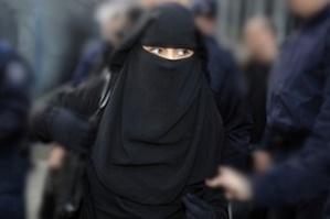 اعتقال امرأة منقبة متلبسة بسرقة زوار مرضى مستشفى إبن طفيل بمراكش