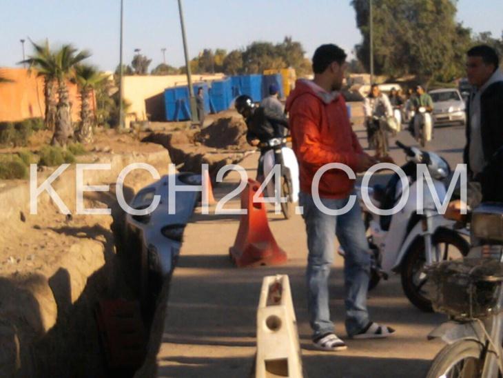 ها اللي گلنا ... الأشغال تتسبب في حادثة خطيرة بباب لخميس بمراكش + صورة