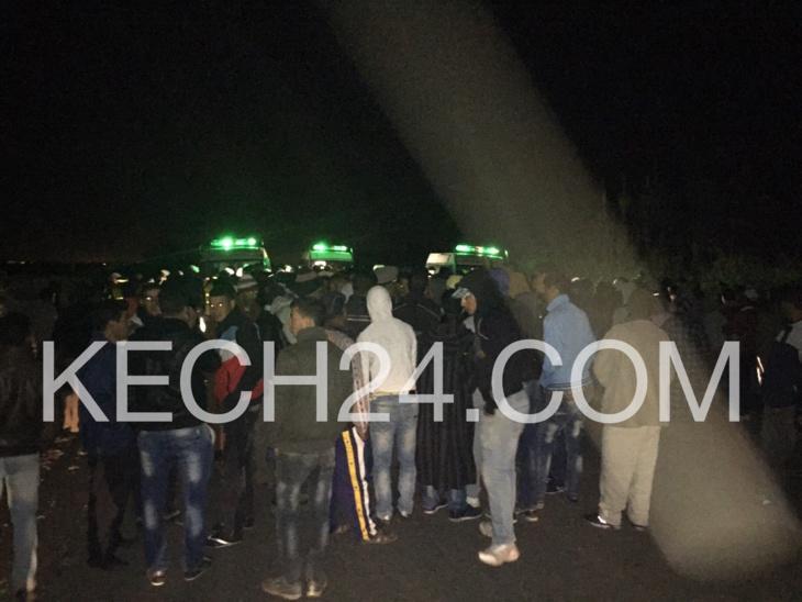 عاجل وسكوب: مسيرة إحتجاجية لأزيد من 500 شخص تقطع الطريق الرابطة
