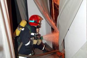 عاجل : النيران تلتهم حمام عصري واستنفار امني بحي القنارية بمراكش