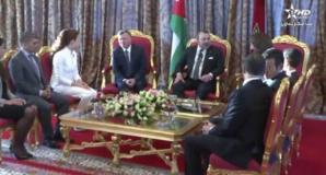 الملك محمد السادس يستقبل العاهل الأردني الملك عبد الله الثاني وعقيلته الملكة رانيا بالدار البيضاء + فيديو