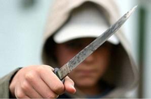لص يعتدي على تلميذ بواسطة سكين ويسلبه هاتفه النقال بإيمينتانوت