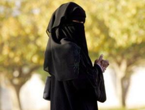 الشرطة السياحية تعتقل رجلا متنكرا في زي امرأة منقبة بالمدينة العتيقة بمراكش