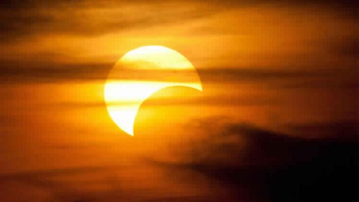 لأول مرة منذ 16 عاما كسوف للشمس لمدة ساعتين