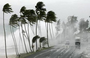 نشرة إنذارية: تساقطات مطرية قوية أحيانا عاصفية بهذه المناطق