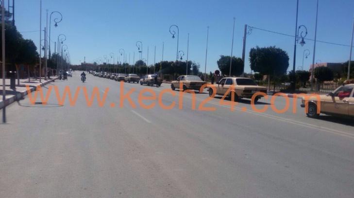 عاجل: مسيرة إحتجاجية لسائقي سيارات الأجرة الكبيرة بشيشاوة و كِشـ24 تكشف أسبابها + صور حصرية