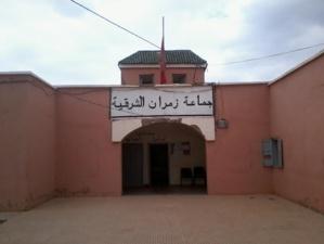 مواطنون يَجُرُّون رئيس جماعة زمران الشرقية بإقليم قلعة السراغنة إلى القضاء