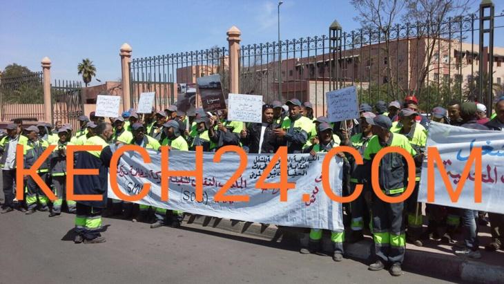 وقفة احتجاجية لعمال شركة النظافة العاملة بتراب مقاطعة لمنارة تفضح تجاوزات خطيرة للشركة بمراكش