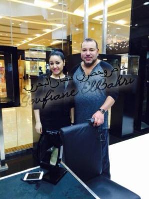ليلى التي قابلت الملك محمد السادس في الامارات : شحال وانتي هنا؟ كلشي مزيان؟