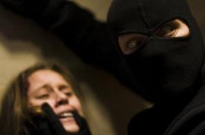 قاصر تنجو بأعجوبة من عملية اغتصاب على يد 3 أشخاص مدججين بالأسلحة البيضاء بمراكش