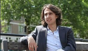 شاب من أصل مغربي يصبح أصغر زعيم سياسي في هولندا