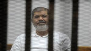 إحالة أوراق الرئيس المصري المعزول محمد مرسي و105 إخوانيا على المفتي للبث في اعدامهم