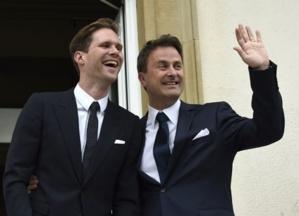 آش بقا ما يتقال...رئيس وزراء لكسمبورغ يتزوج صديقه + صور