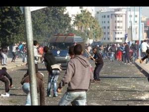 شغب الملاعب يأتي على الأخضر واليابس بأكادير إصابة 23 شخصا وعناصر من الأمن بجروح خطيرة + تفاصيل