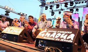 اختتام الدورة الـ 18 لمهرجان كناوة موسيقى العالم بوصلات موسيقية للمعلم محمود غينيا والفنان كريم زياد