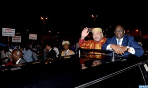 الملك محمد السادس يحل بدكار محطته الأولى في جولته الإفريقية