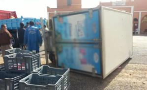 شاحنة لتوزيع الحليب ومشتقاته تتعرض لحادثة سير بمنطقة الشريفية بالقرب من مراكش