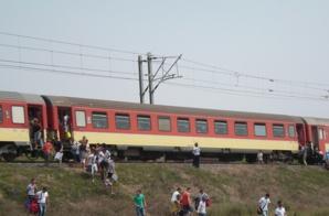 عاجل: توقف القطار الذي ينقل جماهير اسفي بشكل إضطراري في منطقة