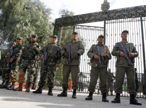 جندي يفتح النار على رفاقه في ثكنة قربة من البرلمان التونسي ويصيب عددا مهم بجروح