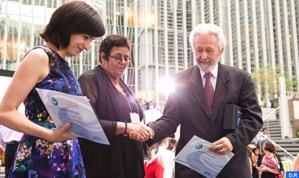 عائشة الشنا تفوز بجائزة البنك الدولي لأفضل رائد في مجال المساءلة الاجتماعية