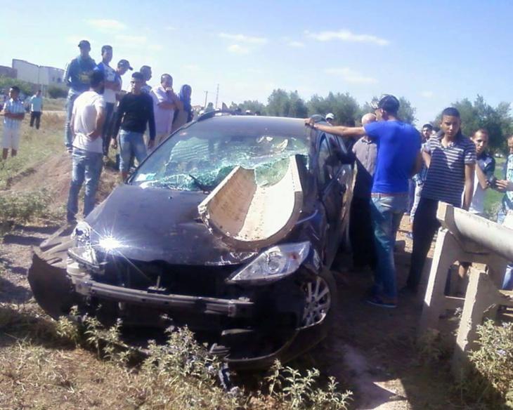 بالصور: حادثة سير خطيرة على الطريق الرابط بين سوق السبت والفقيه بن صالح والسائق ينجو بأعجوبة من موت محقق