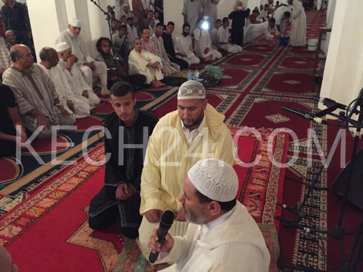 فرنسي يعلن اسلامه أثناء صلاة التراويح بمسجد الكتبية بمراكش + صور وفيديو حصري