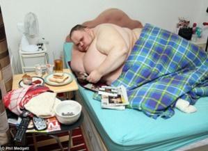 وفاة أضخم رجل في العالم عن عمر يناهز الـ33 عامًا + صور