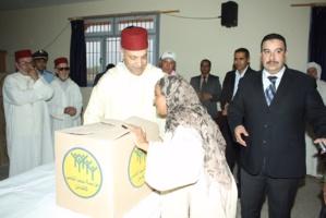 عامل إقليم الحوز يعطي من جماعة أولاد أمطاع انطلاقة عملية توزيع قفة رمضان