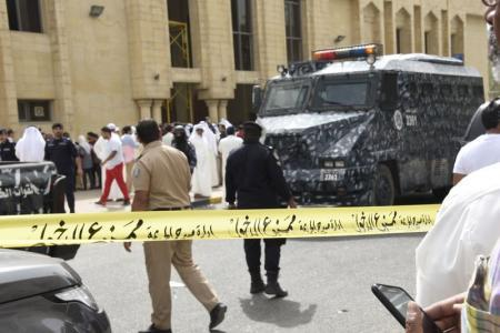 الكويت تعتقل مشتبها بهم في تفجير مسجد الإمام الصادق الذي أودى بحياة 27 شخصا