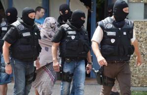 زوجة ياسين الصالحي: زوجي هادئ وليس هو منفذ التفجير بالمصنع