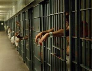 إحباط عملية فرار مجرم خطير محكوم بعقوبتي الإعدام والمؤبد من سجن