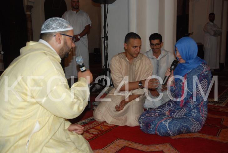 انفراد: صحافية المانية تعلن اسلامها خلال صلاة التراويح بمسجد الكتبية بمراكش + صورة حصرية