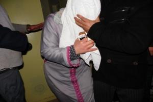 اعتقال متزوج متلبس بممارسة الجنس مع فتاة عازبة داخل سيارة...هافين وكيفاش