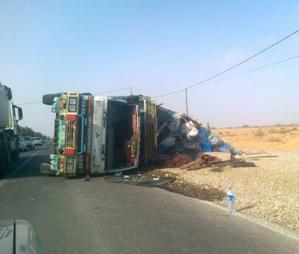 عاجل: مصرع شخصين في إصطدام قوي بشاحنة وسط مدينة بن جرير +تفاصيل