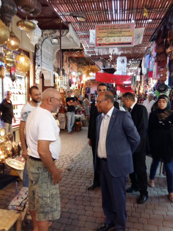 الرئيس التونسي الأسبق منصف المرزوقي يزور ساحة جامع الفنا بمراكش + صور