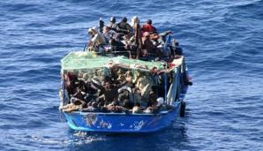 إنقلاب قارب على متنه نحو 400 مهاجر إفريقي قبالة السواحل الليبية