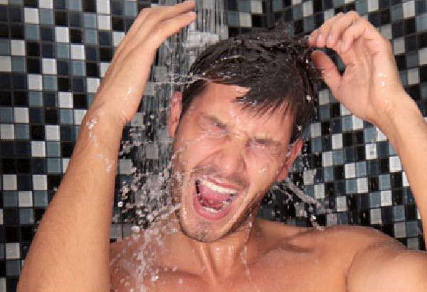 هذه فوائد الإستحمام في المساء