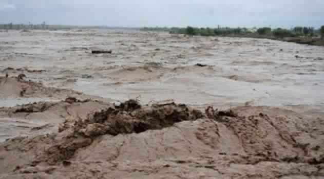 العشرات من ضحايا فياضانات أزيلال يحجون الى ولاية بني ملال مشيا على الاقدام