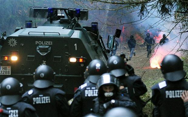 سقوط أزيد من 10 جرحى في مواجهات بين مهاجرين والشرطة الألمانية بعد تمزيق القرآن الكريم