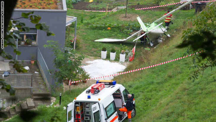 كارثة جوية جديدة.. قتيل على الأقل بتصادم طائرتين خلال استعراض جوي بسويسرا