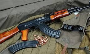 استنفار أمني بطنجة بعد العثور على مسدسات و سيوف لدى مواطن ألماني